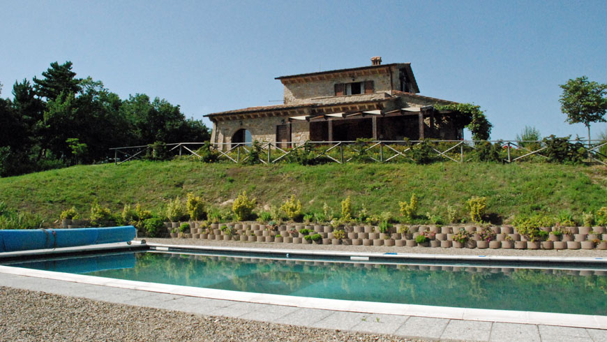 Traditional style farmhouse Umbria Photo 1